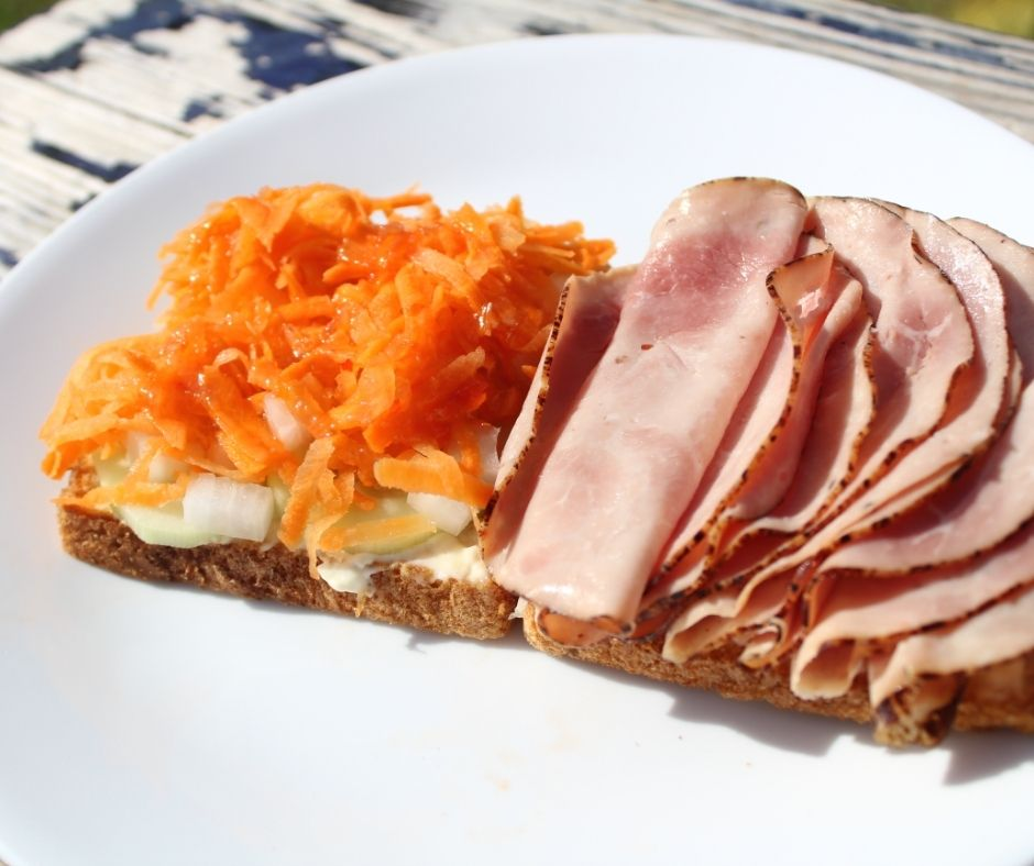 a summer sandwich idea with carrots and ham on toast